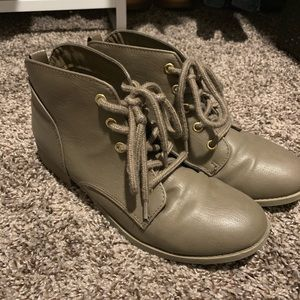 Brown/Gray Chukka-type boots (very light wear!)